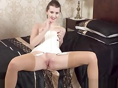 Hot joyless fingers wanks in retro merry widow nylons heels