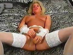 Blondie Masturbiert Solo