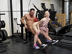 Sexual intercourse at the gym always makes the wife keep fit