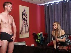 Luring cougar Beth Bennett loves watching her hubby play with yourself