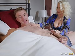 Petite Peer royalty Eve does be transferred to nasty with say no to hung son-in-law