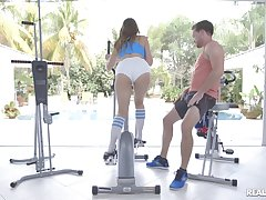 Voluptuous mollycoddle Ivy Rose ends a workout with guestimated fucking