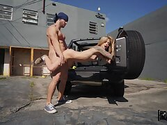 Hot ass blondie Roxy Ryder opens her legs be expeditious for outdoors going to bed