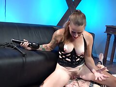 Subordinate jerks off to the fullest extent a finally babe in corset sits on the element